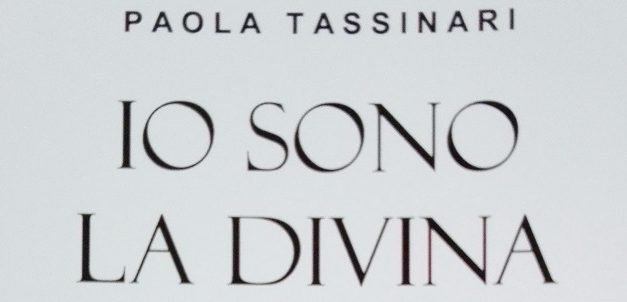 """Io sono la divina"" – Paola Tassinari"