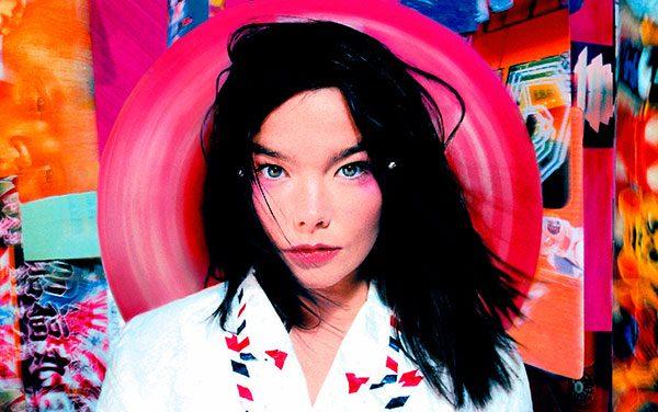 "La geisha techno immersa tra le luci di Piccadilly Circus: Björk – ""Post"""
