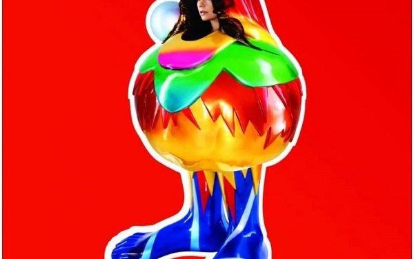 """Un dolciastro essere colorato conclude il primo tempo artistico di Björk. """"Volta"""""""