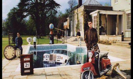 """Gli Oasis tra eccessi da rockstar e citazioni beatlesiane: """"Be Here Now"""""""